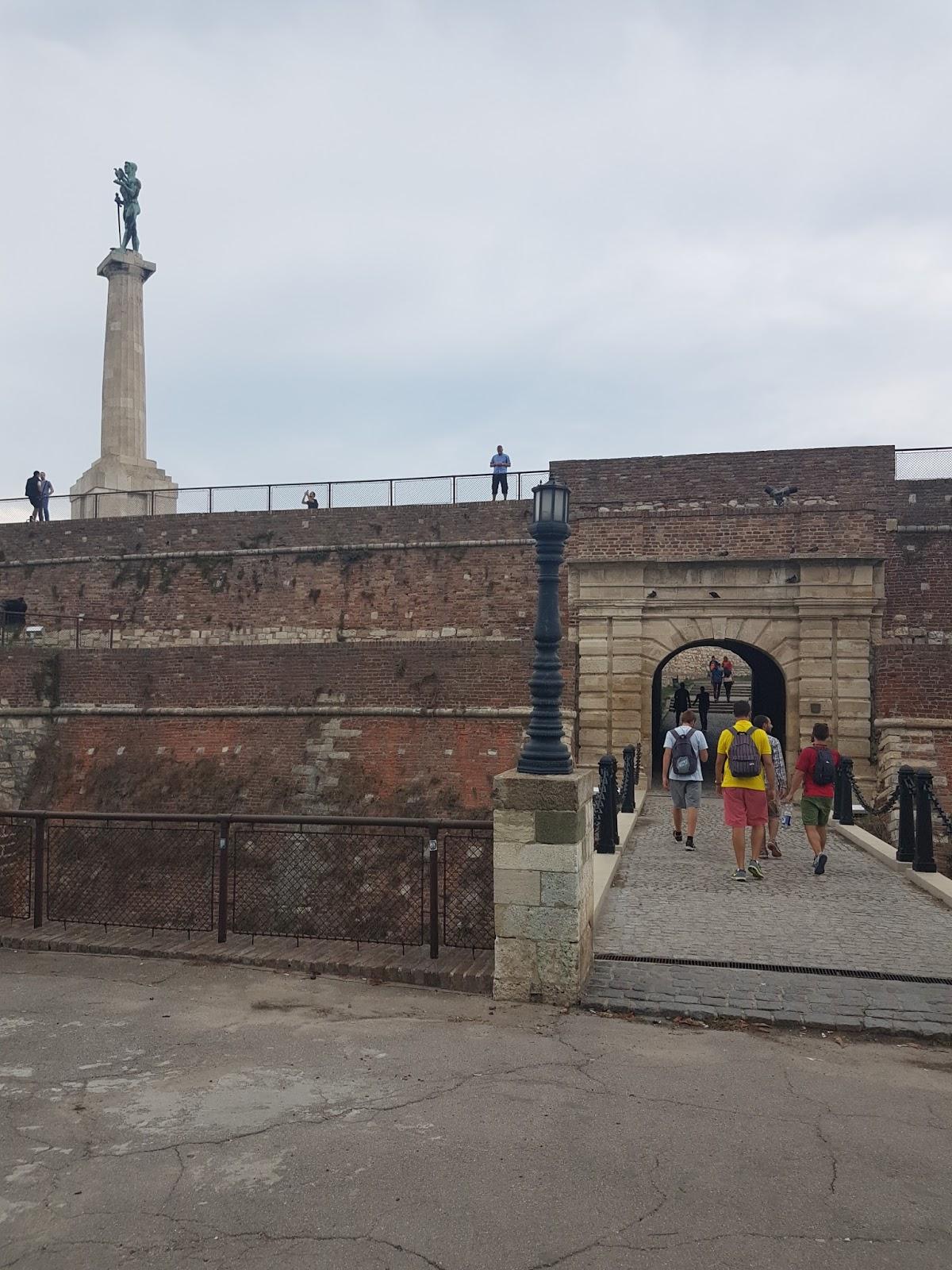 Spomenik Pobednik i jedna od kapija, Kalemegdan