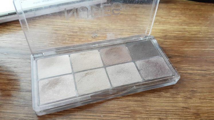 Essence Nudes Eyeshadow pallete