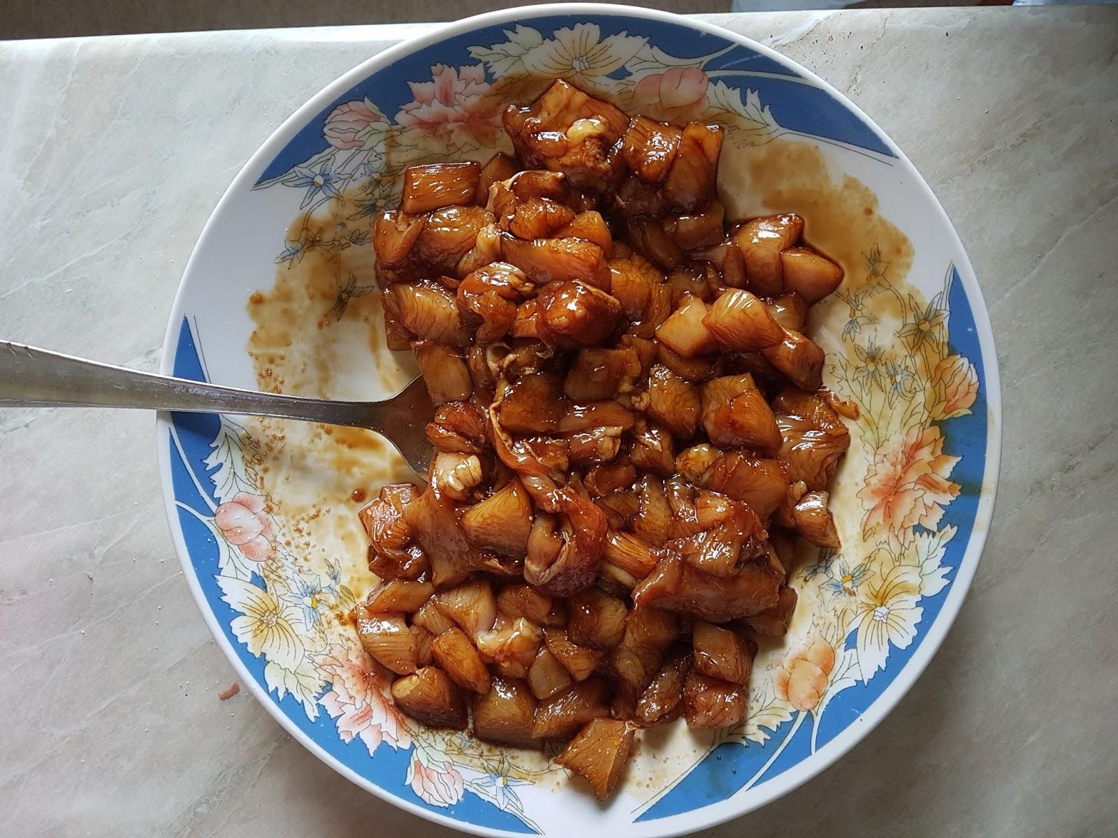 Iseckana piletina u soja sosu, pre prženja
