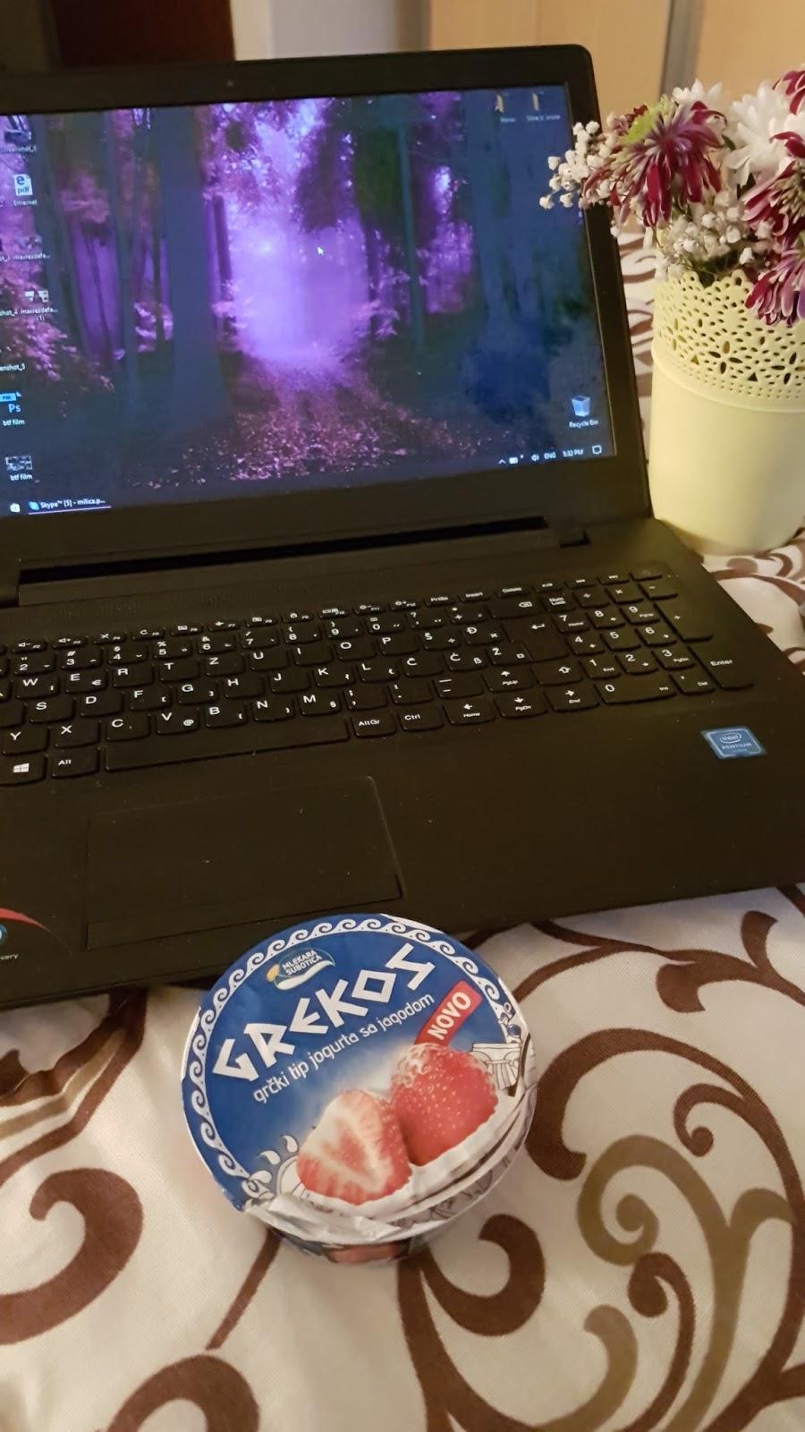Blogovanje uz grčki jogurt sa jagodom u hotelu BIP