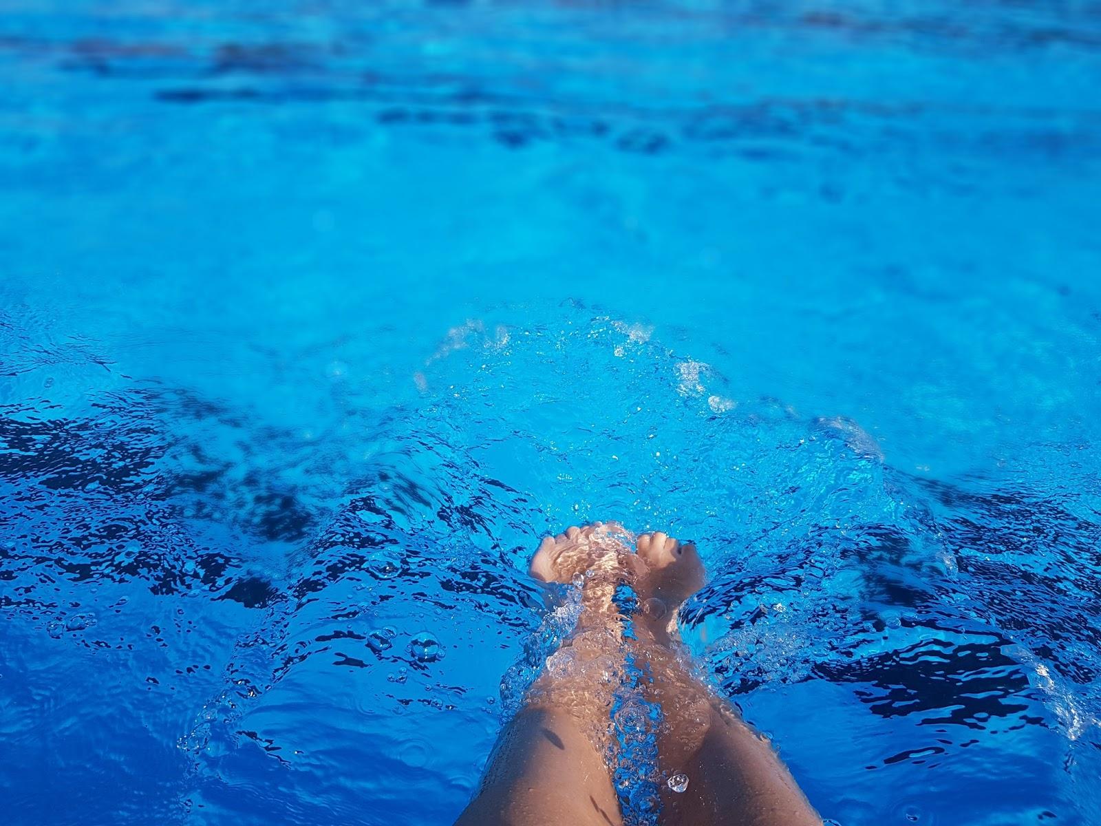 Noge i bazen