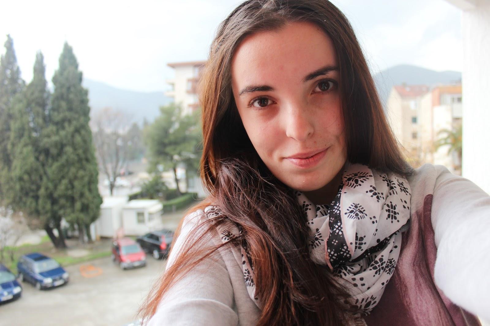 """Selfie sa terase iz sobe hotela """"BIP"""" bez šminke"""