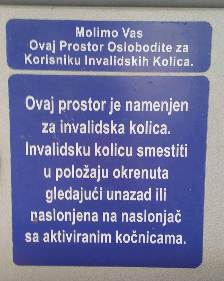 Invalidsku kolicu... Srpski jezik u gradskom prevozu; Foto facebook.com