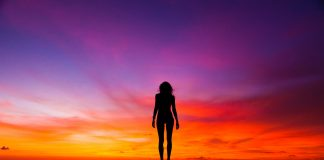 Silueta i zalazak sunca; Foto: Pete Johnson pexels.com