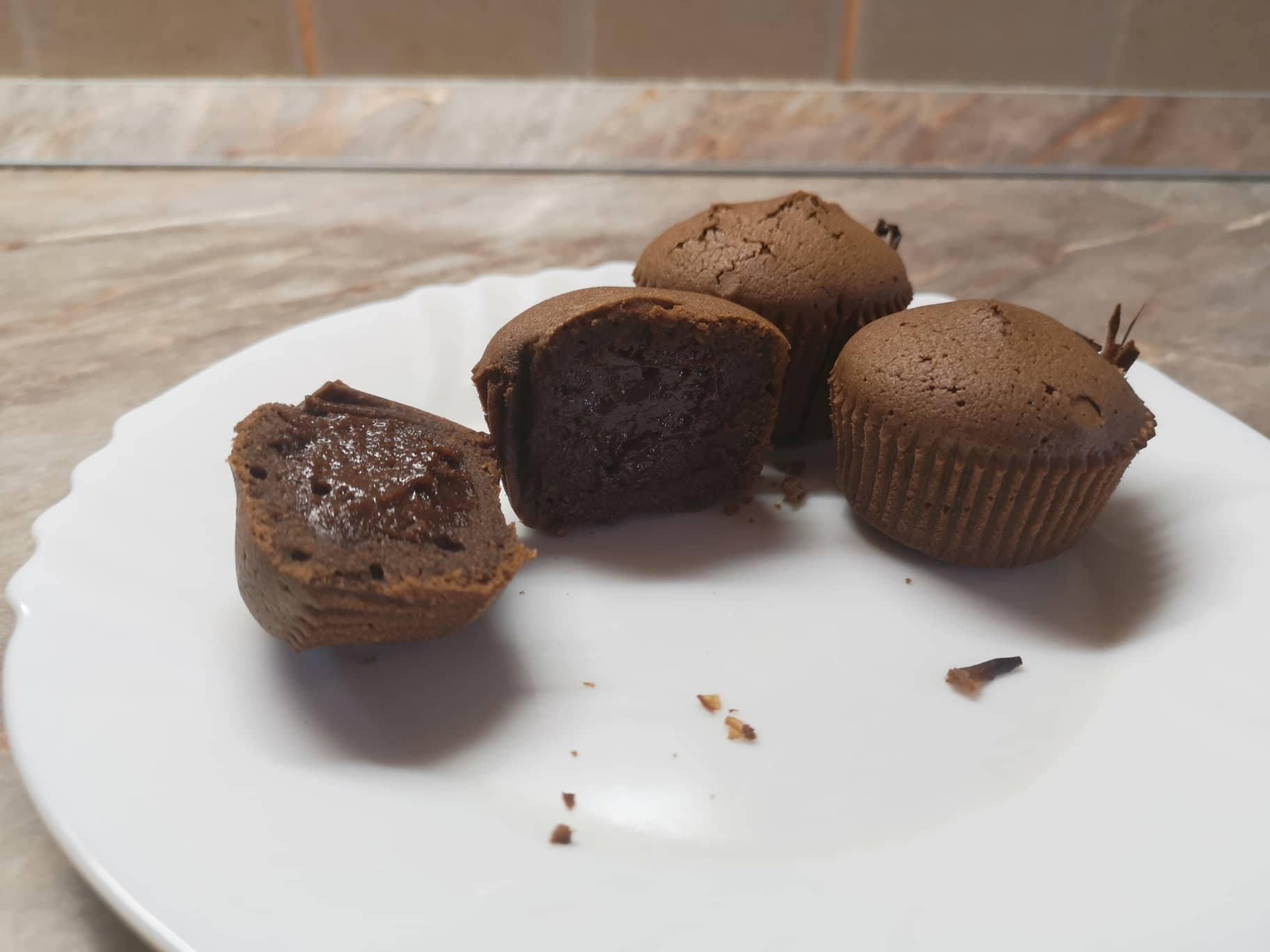 Čokoladni mafini sa tečnom čokoladom iznutra; Foto: kovalska.rs