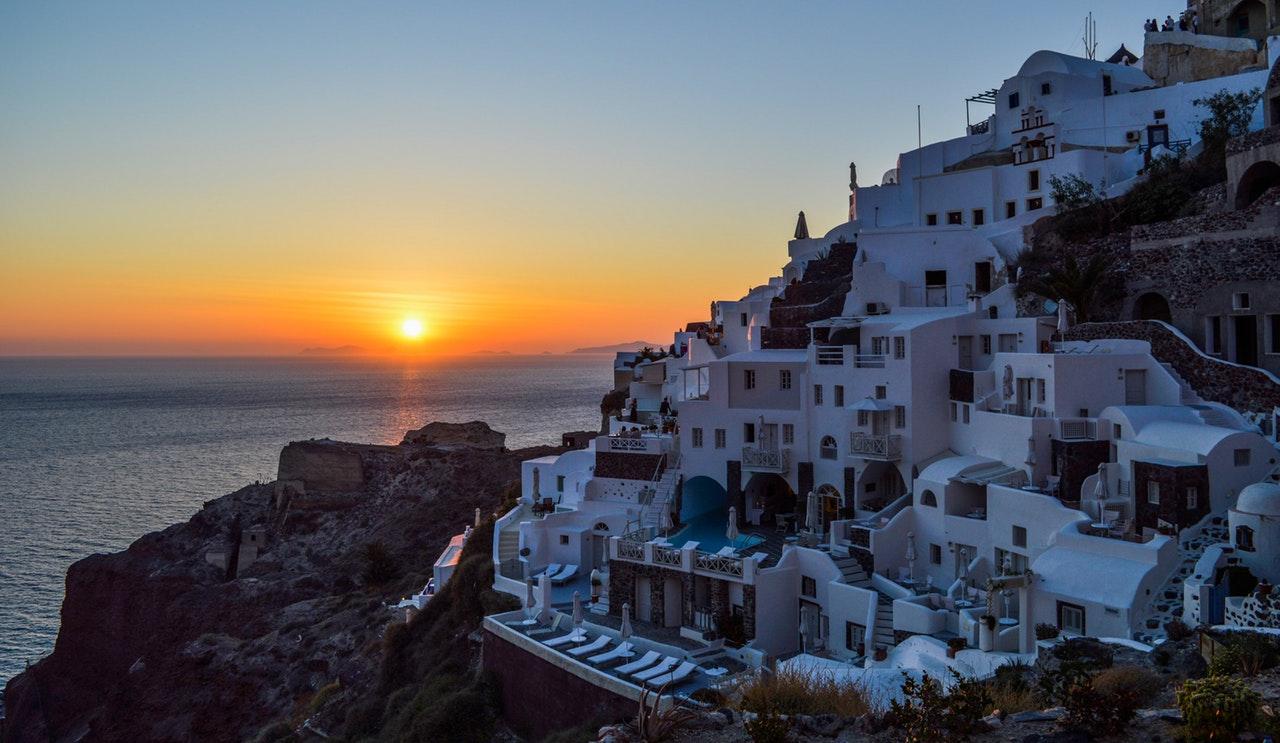 Santorini, Grčka; Foto: Gotta Be Worth It from pexsels.com