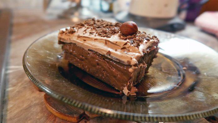 Brza čokoladna torta sa keksom bez pečenja; Foto kovalska.rs