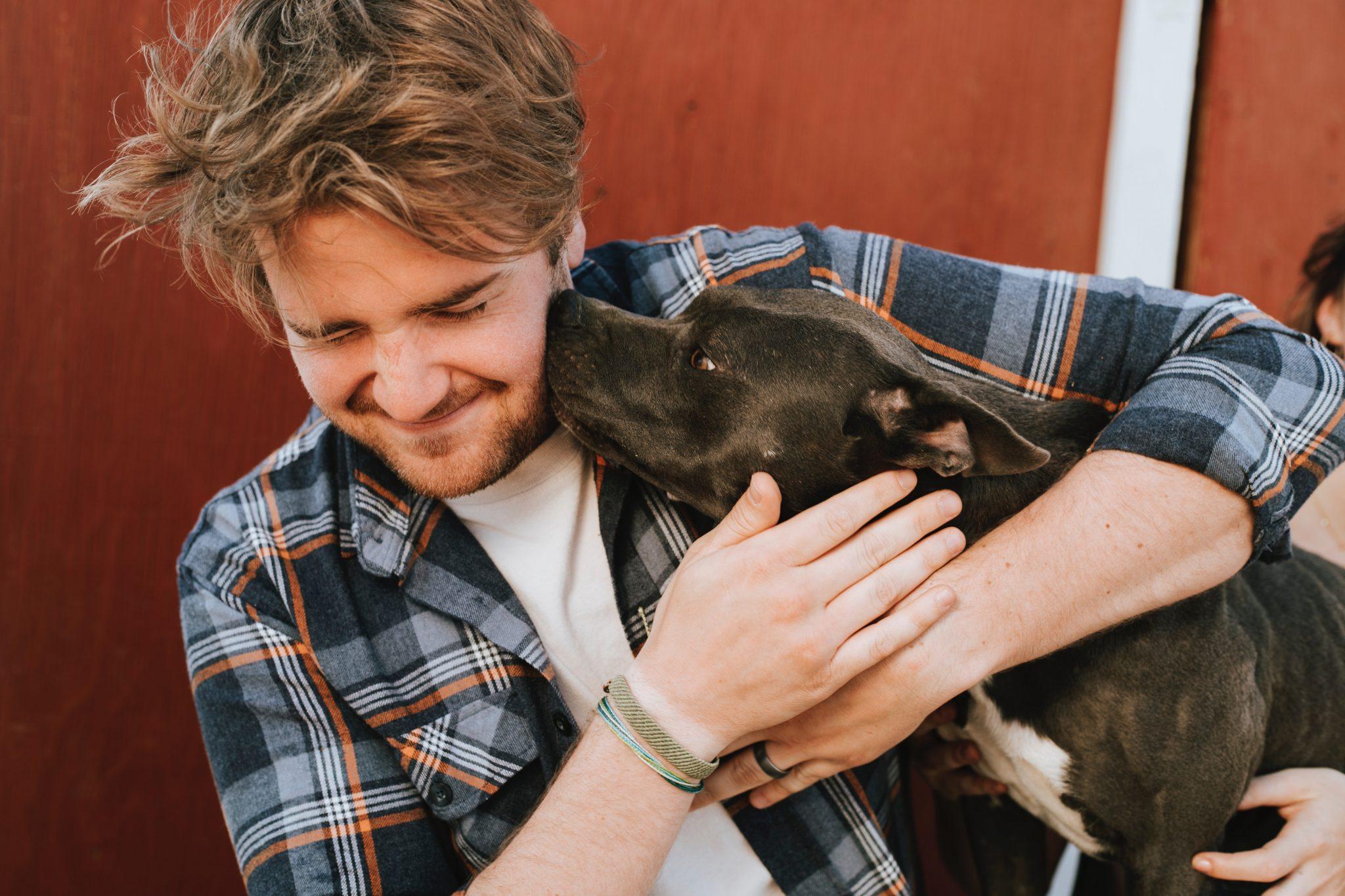 Čovek i pas; Foto rawpixel.com pexels.com