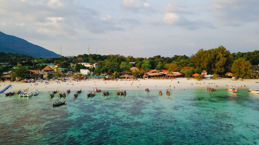 Aerial Beach - Thailand - Elitna boravišna viza na Tajlandu; Foto Tirachard Kumatanom pexels.com