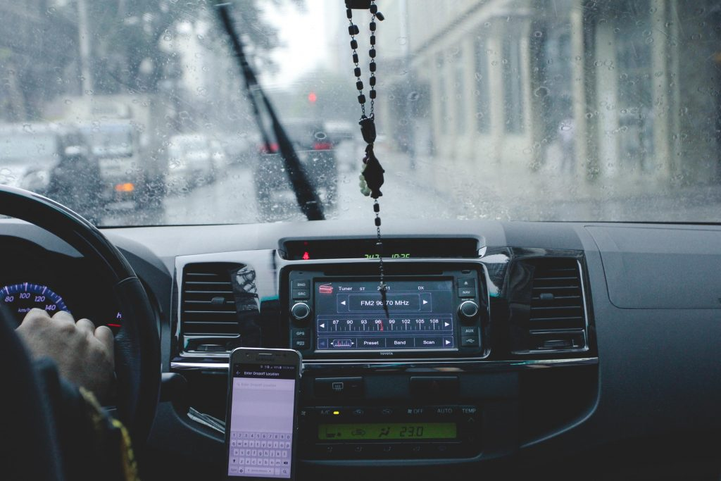 Honorarni poslovi vozača; Foto Mary Whitney pexels.com