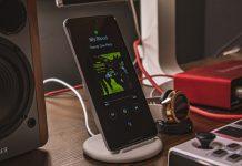 Da li wireless charging utiče loše na bateriju; Foto Joshua Oluwagbemiga unsplash.com