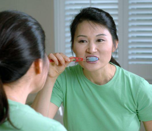 Pravilno pranje zuba; Foto National Cancer Institute unsplash.com