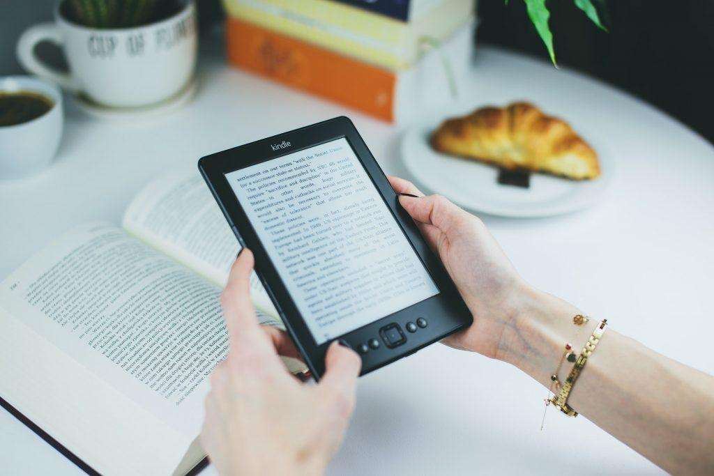 Kindle čitač; Foto pexels.com