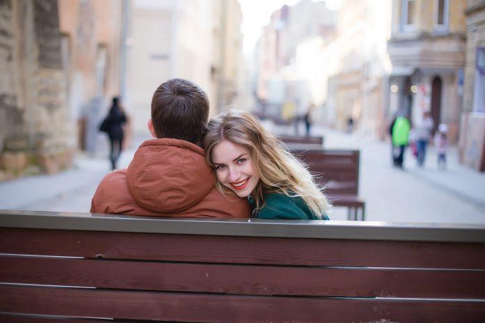 Online dating - Vodič za domaće dating sajtove; Foto unsplash.com
